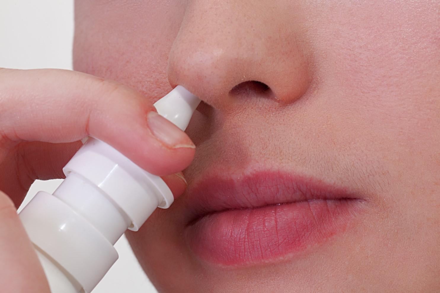 hoe kom in van mijn neusspray af